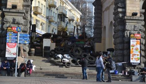 Barricadas en el sector céntrico de Kiev. | Foto: La Voz de Rusia.