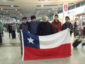 El equipo chileno antes de embarcar en el aeropuerto de Pudahuel (SCL).