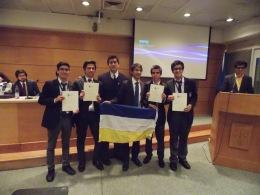 Instituto Nacional celebrando el primer lugar obtenido.