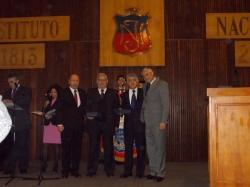 Los codocentes acogidos a jubilación son reconocidos por el rector Fernando Soto.