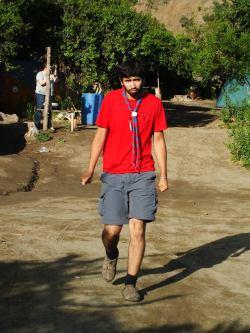 Álvaro durante un campamento del GAVIN, luciendo el pañuelo símbolo del movimiento scout.