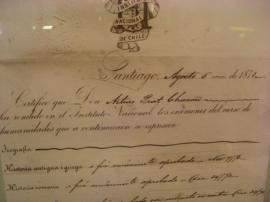 Certificado de egreso de Arturo Prat, expedido en agosto de 1871. Lleva la firma de Diego Barros Arana, quien era entonces rector.