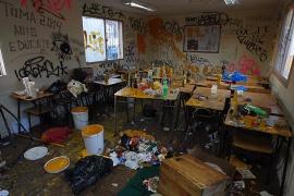 """Un """"laboratorio"""" de producción de bombas de pintura fue encontrado al interior del Liceo."""