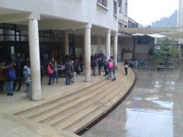 Bajo una incesante lluvia se desarrollaron las votaciones durante el día jueves.