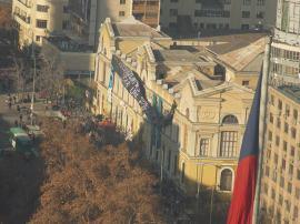 La simbólica toma de la Casa Central de la U. de Chile finalizó hoy viernes, tras poco más de un mes ocupada.