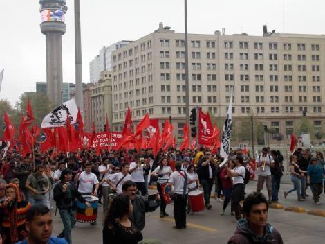 Música, banderas y baile fueron la tónica de la manifestación, Solo al término de ésta hubo incidentes protagonizados por encapuchados.