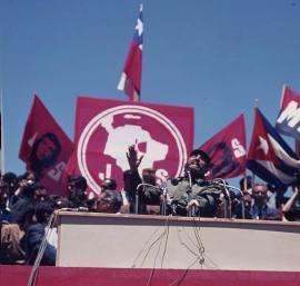Fidel, siendo recibido en Concepción.