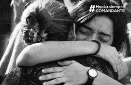 Escenas de dolor se vivieron esta mañana en las calles y plazas cubanas por la pérdida del comandante.