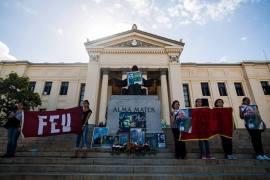En La Habana, los jóvenes universitarios fueron los primeros en manifestarse y despedir a Fidel, quien fue dirigente de la FEU cuando estudiaba Derecho en la colina universitaria.